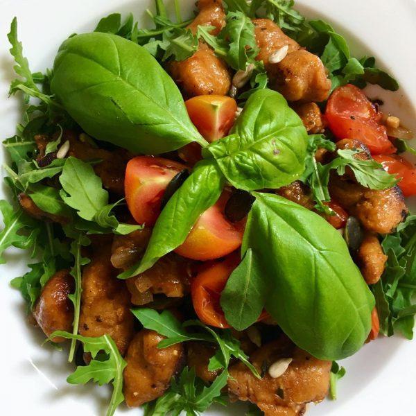 Süßkartoffel-Gnocchi mit Rucola